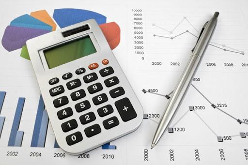 Калькулятор и шариковая ручка