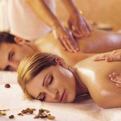женщина и мужчина на массаже