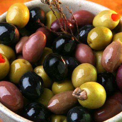 Пиала фаршированных оливок